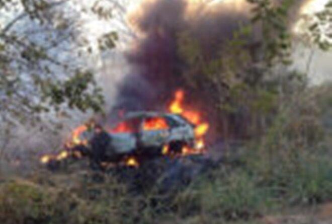 Acidente: Veículo pega fogo após colidir com placa de publicidade em Baixo Guandu-ES. Veja!