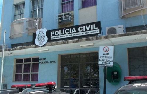 Depois de se masturbar diante de menina de 6 anos idoso de 75 anos é indiciado em Vitória-ES