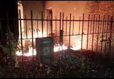 Homem em situação de rua ateia fogo em quintal de casa em Baixo Guandu ES. Veja vídeos!