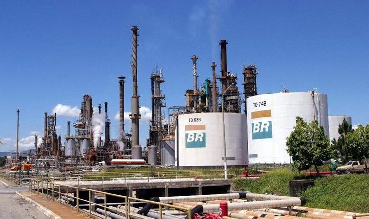 A Petrobras reduz o preço da gasolina e do diesel nas refinarias. Confira!